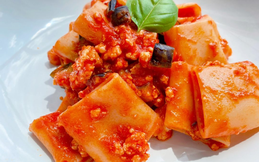 簡単おいしいナスと鶏肉のトマトソースパスタレシピ