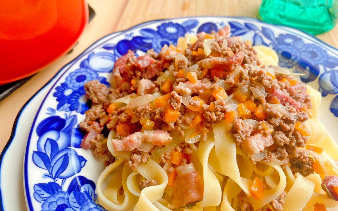 トマトの入っていないラグーソース、ラグー・ビアンコのタッリアテッレのレシピ