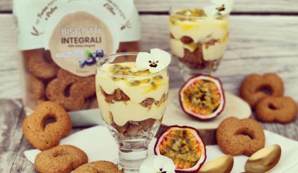 ふわふわのクリームにサクサクの全粒粉のビスコッティのパッションフルーツのリコッタクリームデザートレシピ